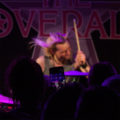 The Coveralls rumpali Jony puhelimessa – haloo